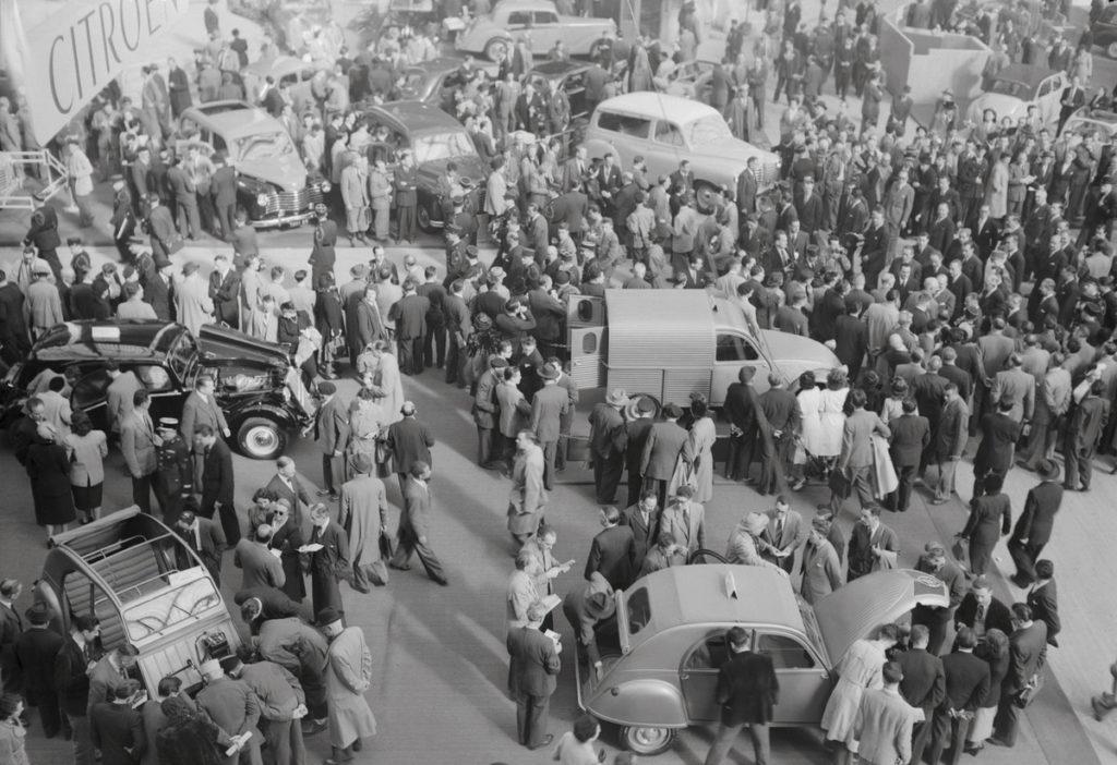 2cv au au salon de l'auto 1950