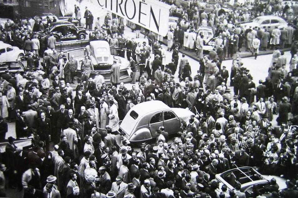 Salon auto de Paris 1948 2cv