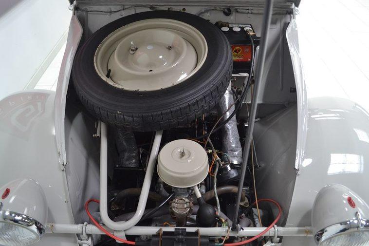 2cv enac sous le capot avant moteur roue de secours